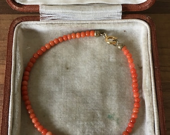 "Beautiful Delicate 7.5"" Vintage Coral Beaded Bracelet"