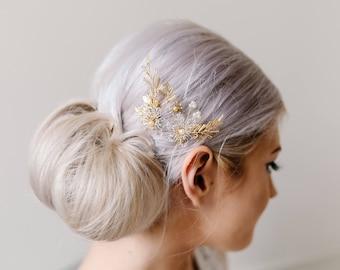 Bridal Hair Pins. Gold and Pearl Hair pins. Flower Hair Accessory. Wedding Hair Pins.