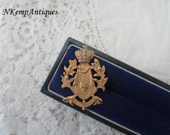 Antique button /stud for the collector