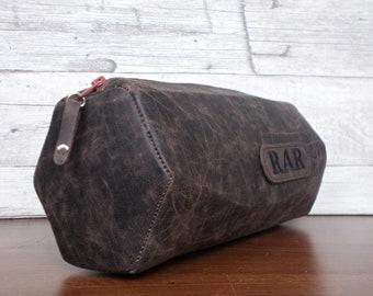 Personalized mens bag, Dopp kit, Toiletry bag, Groomsmen, Travel bag, Shaving bag, Cosmetic wash bag, Vegan Leather, Rustic brown, Husband