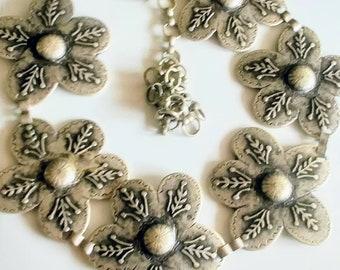 Vintage 90s flower chain belt