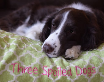 Personalized Dog Bed - Green Small Quatrefoil Pet Bed - Best Custom Beds |•| Dog Bed Pillow Covers |•| Puppy Gift by Three Spoiled Dogs