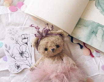 Marshmallow artist teddy Bear  by Alena Smirnova