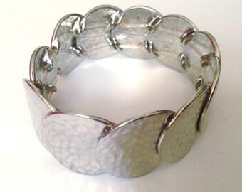 Silver Hammered Disc Elastic Bracelet