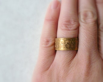 Wide ring Wide band Gold ring band Gold band Vintage ring Vintage band Wedding ring Wedding band Embossed ring Adjustable ring Pretty band