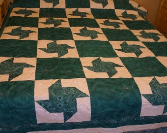 Full/Queen Size Teal and White Pinwheel Quilt.