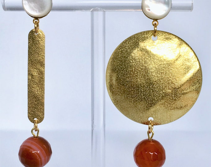 Golden drop earrings, asymmetrical drop earrings and red agate and mother of pearl gemstones
