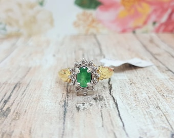 Vintage 14K Yellow Gold Oval Green Emerald & Diamond Halo Ring Size 6.75