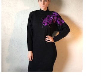 Black sweater dress size M,  purple bow applique with beads and sequin, vintage 1970s, tunic, winter and fall clothing