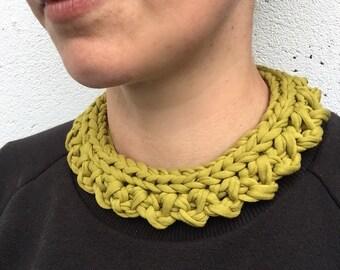Colour pop bib necklace - Olive
