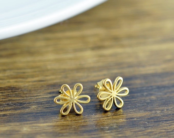 daisy earrings - flower earrings - stud earrings - gold jewelry - bff gift - gold earrings - bridesmaid earrings