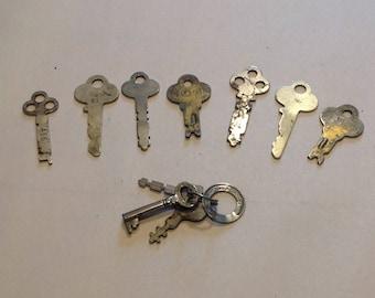 Job lot of vintage keys / 10