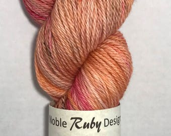 Hand dyed SW Merino worsted yarn - Hibiscus