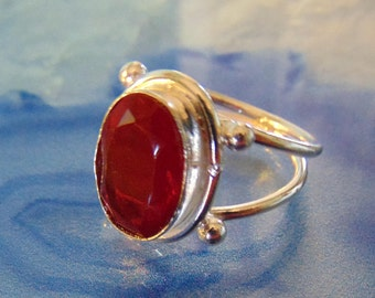 Vintage Garnet and Sterling silver ring.... size 7.5 only