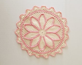 Doily handmade crochet pink and white vintage scallops