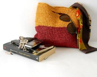 elegant crochet bag, handbag 60s  style, crochet purse in raffia, block colors burgundy red and ochra yellow, summer tote bag, beach bag