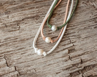 Freshwater Pearl Necklace, Boho Pearl Choker, Pearl and Suede Choker, Boho Jewelry, Beach Necklace, Simple Necklace, Inspirational