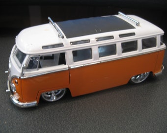 Vintage Volkswagen Jada Toy Model 1962 Bus