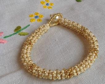 Cream and Gold Latticework Beaded Bracelet