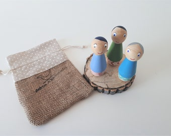 Peg Dolls set of 3 in tote bag, hand painted peg dolls, simple dolls, gender neutral toys,Reggio toys,peg dolls,painted peg doll,small world