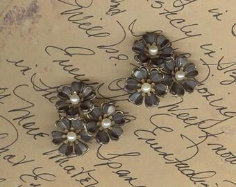 UniQue 1950s Triple Floral Clip Earrings