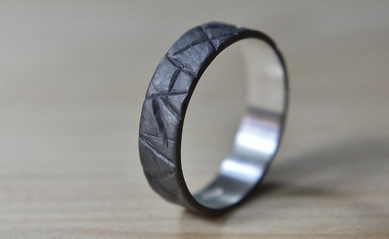 Rustic_black_ring_lrplana