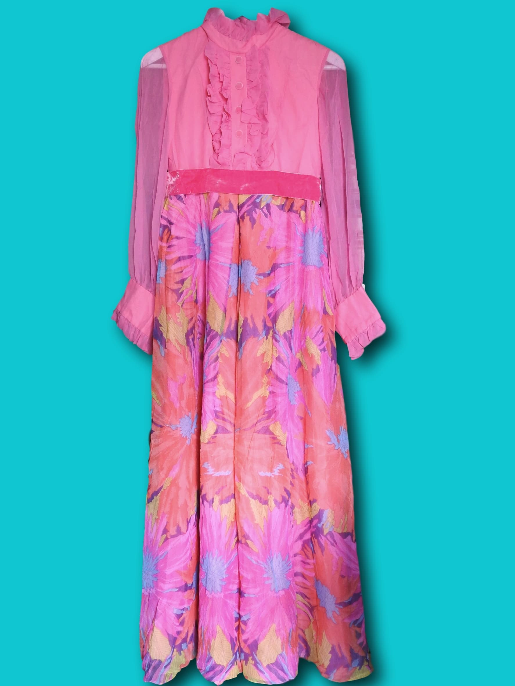 long sleeve 70s maxi dress, Long floral maxi dress with sleeves, chiffon long pink dress, tall women vintage clothing, floral long sleeve maxi dresses for women, pink dress, womens maxi dress, etsyvintage, Flowy hippie dress‎, 70s dress, boho maxi dress, magasin hippie chic, boho style shop, pink maxi dress, hippie dress, long flowy hippie dresses, hippie, boho dress, flower power,