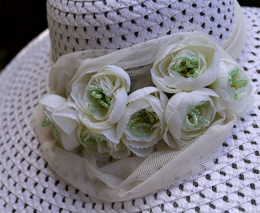 gunadesign white summer hat with flowers and beads