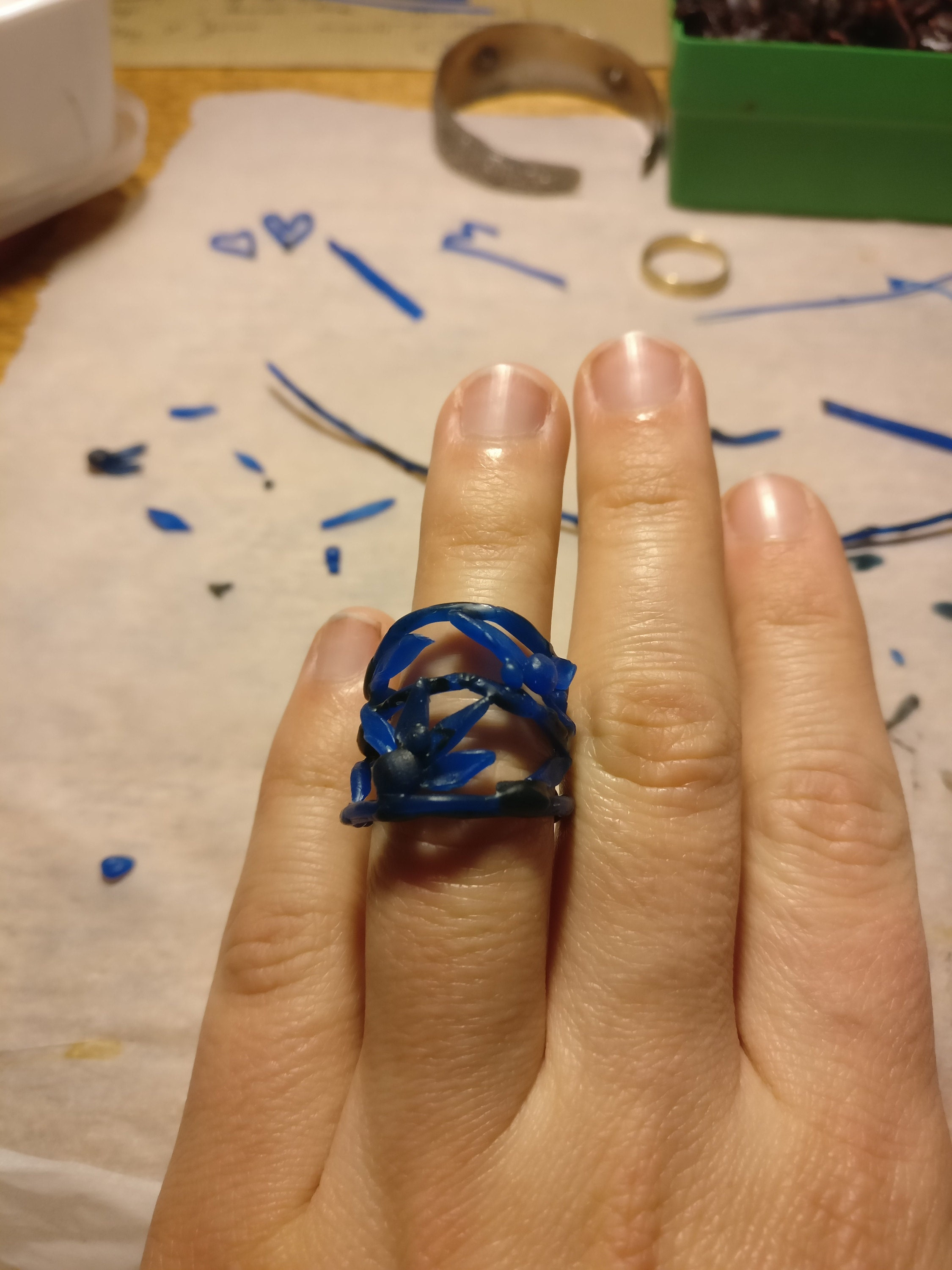 ring met bloemen in was