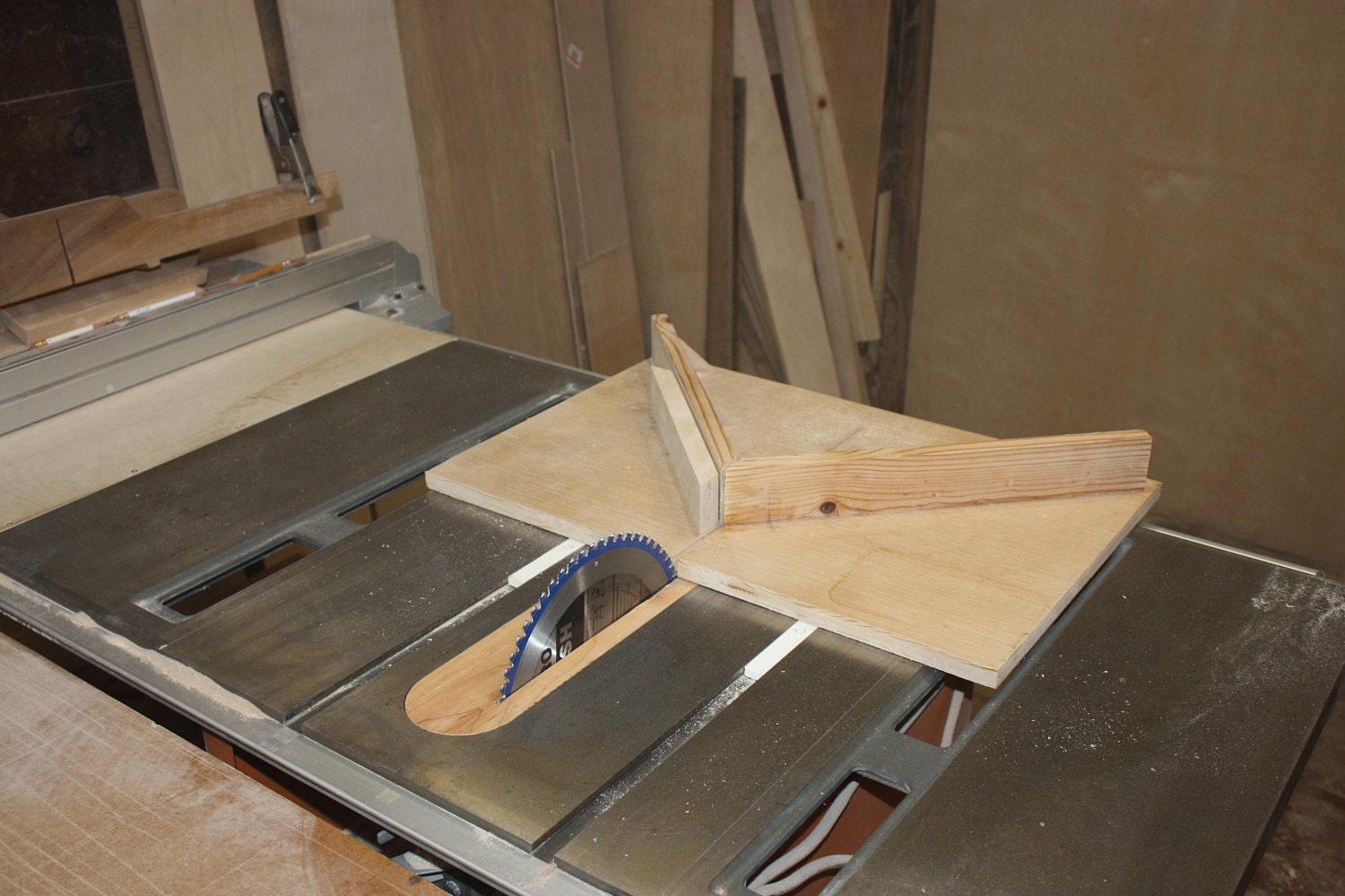 Cutting Jewelry Box Frame on Table Saw Miter Sled