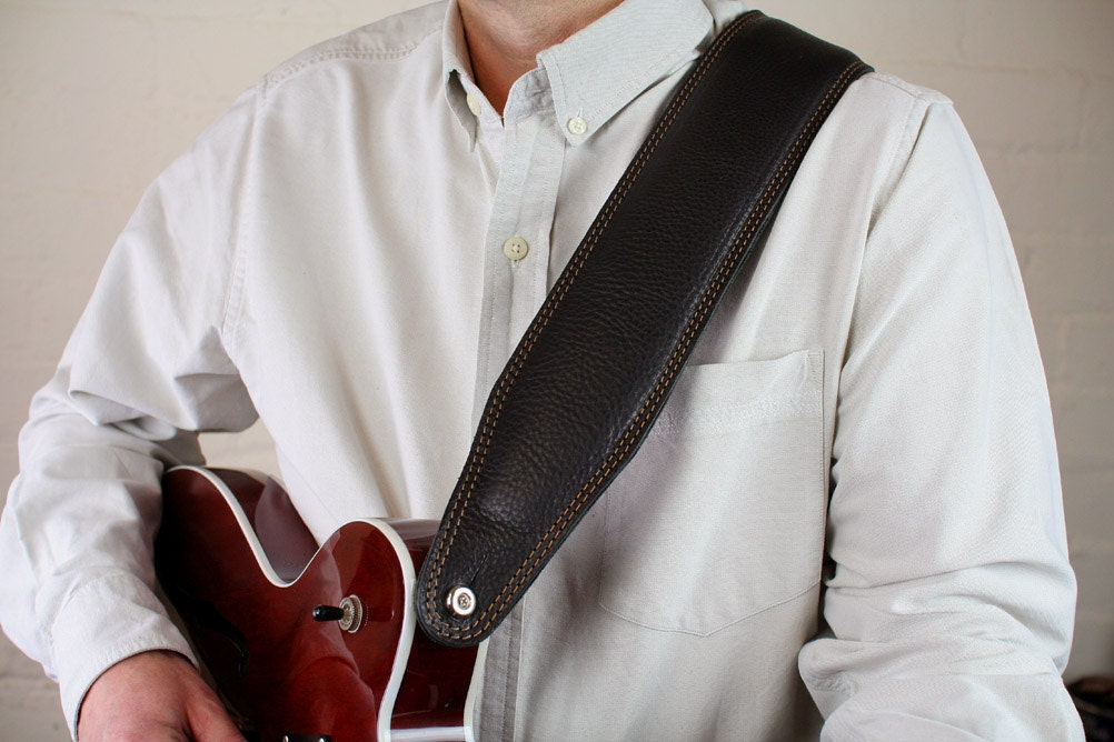 Pinegrove BS63 Bass Guitar Strap looks great on any guitar.