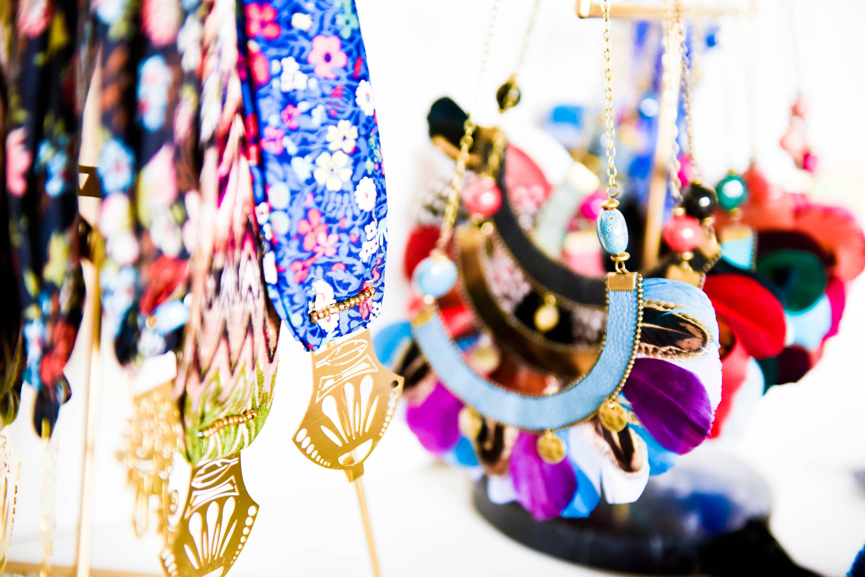 colliers plumes et bandeaux atk