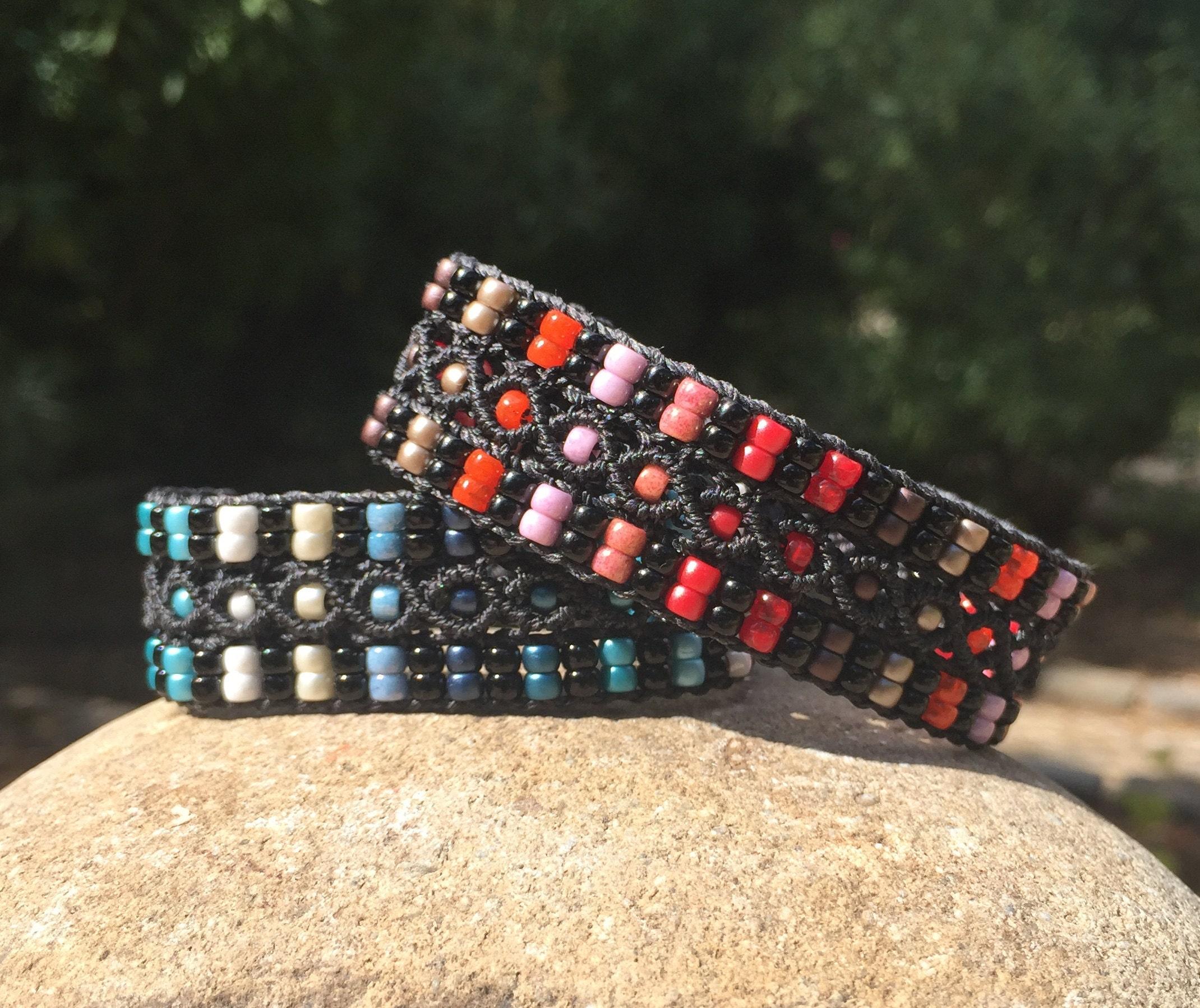 Bracelets LAixois noir en micro-macramé avec rayures style Rykiel
