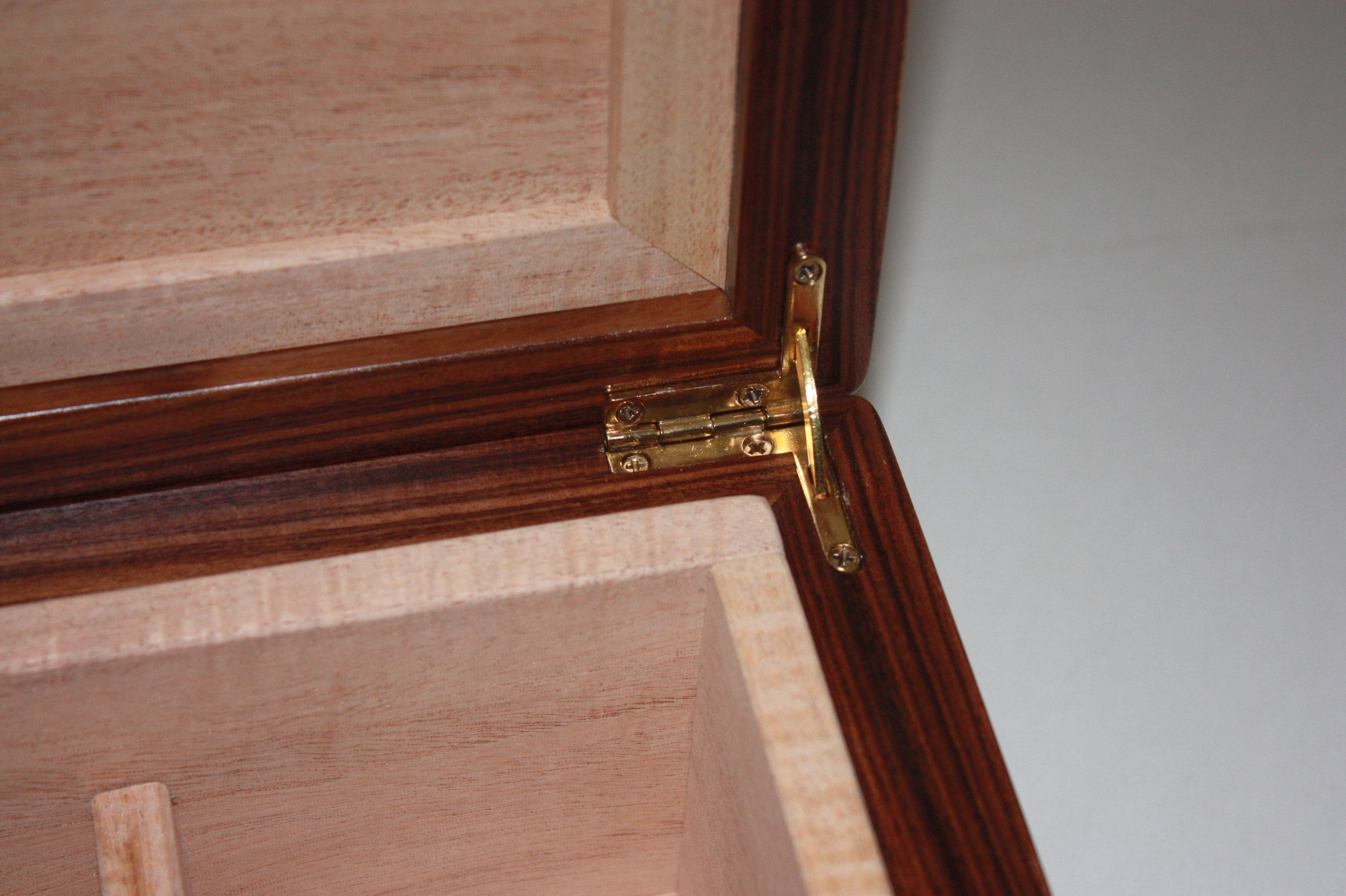 Quadrant Hinge in Humidor