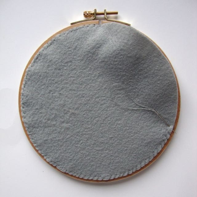 Back your embroidery hoop: almost done!