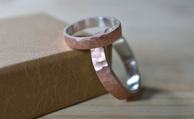 Hammered_copper_rings_lrplana