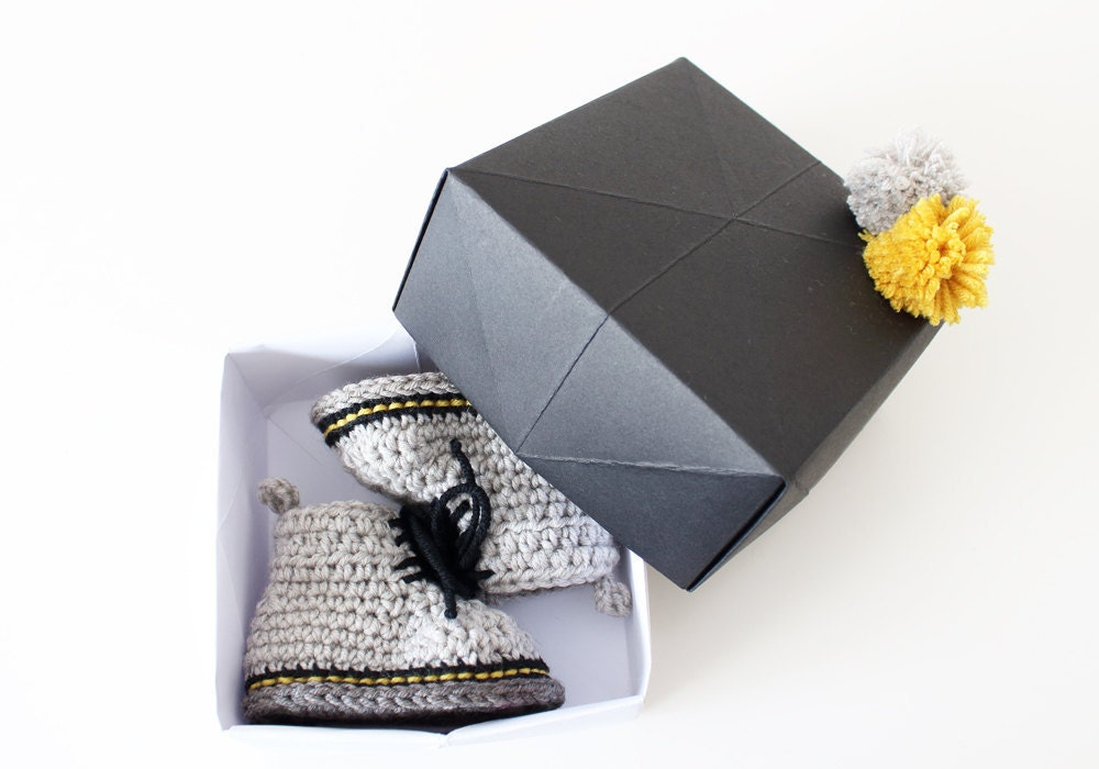 The perfect box to your baby crochet shoes