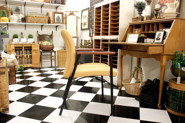 mid century modern office chair via Mendez Manor
