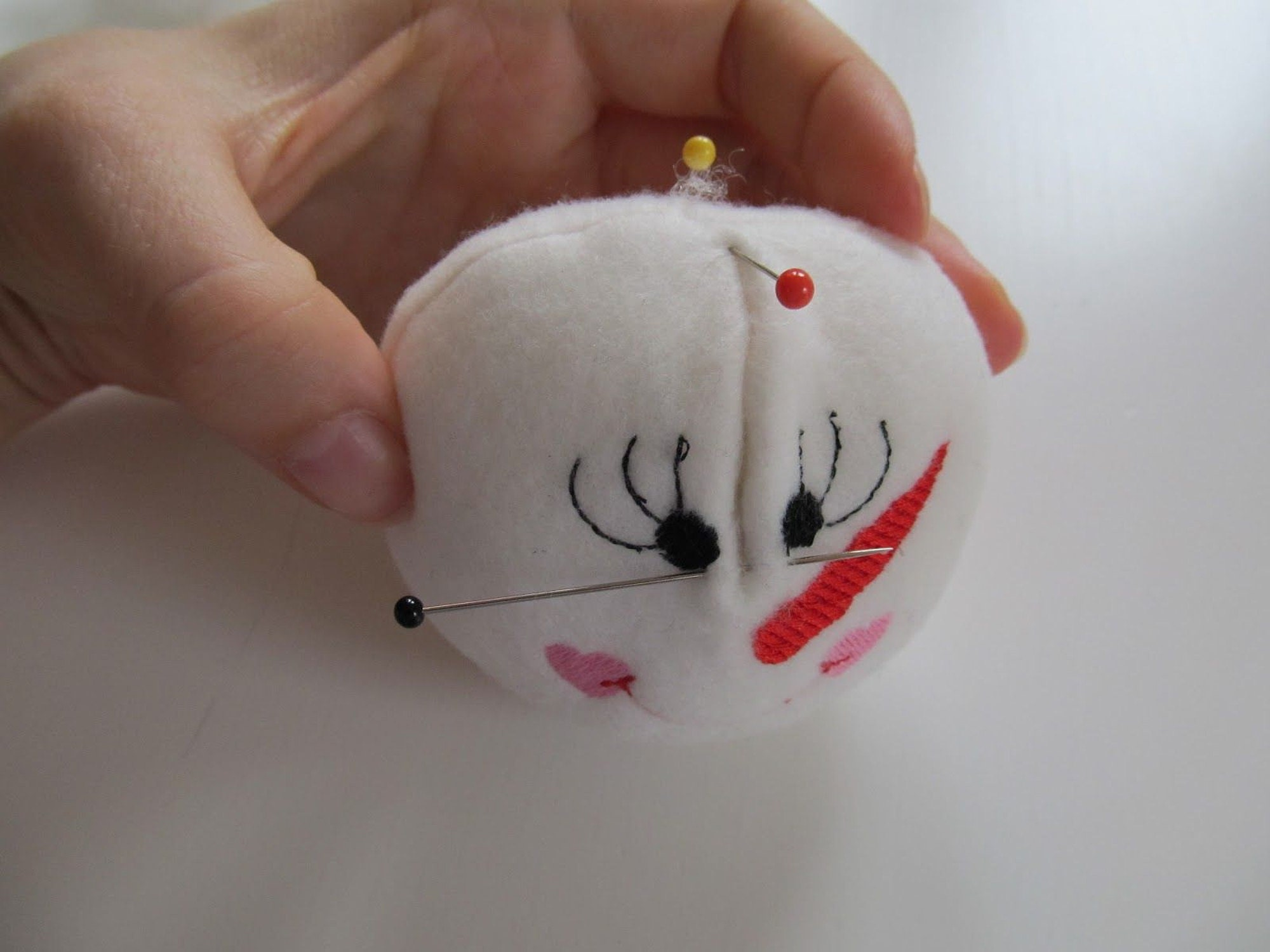 machine embroidery designs frozen snowball ith ball snow in the hoop project Christmas embroidery