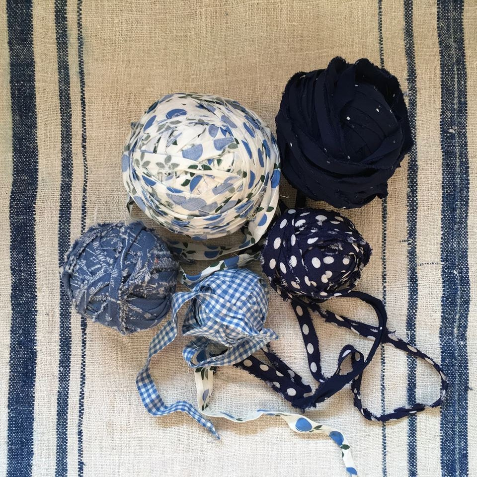 Balls of fabric for rag rugs