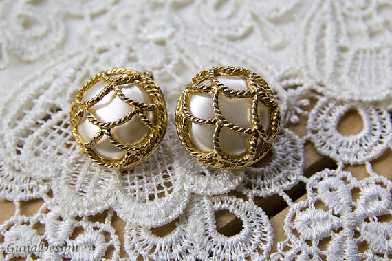 White large round vintage clip-on earrings from 60s