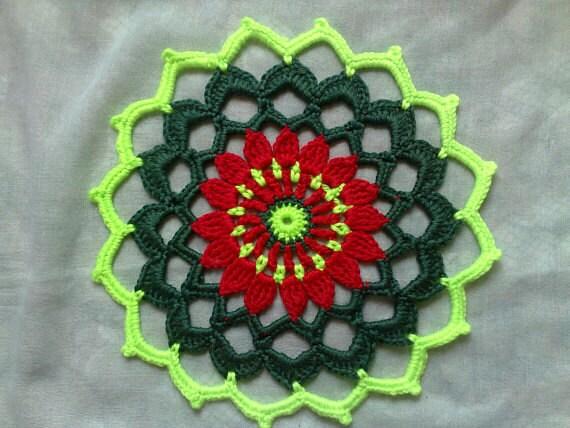 Gehäkeltes Mandala Deckchen in verschiedenen Farben