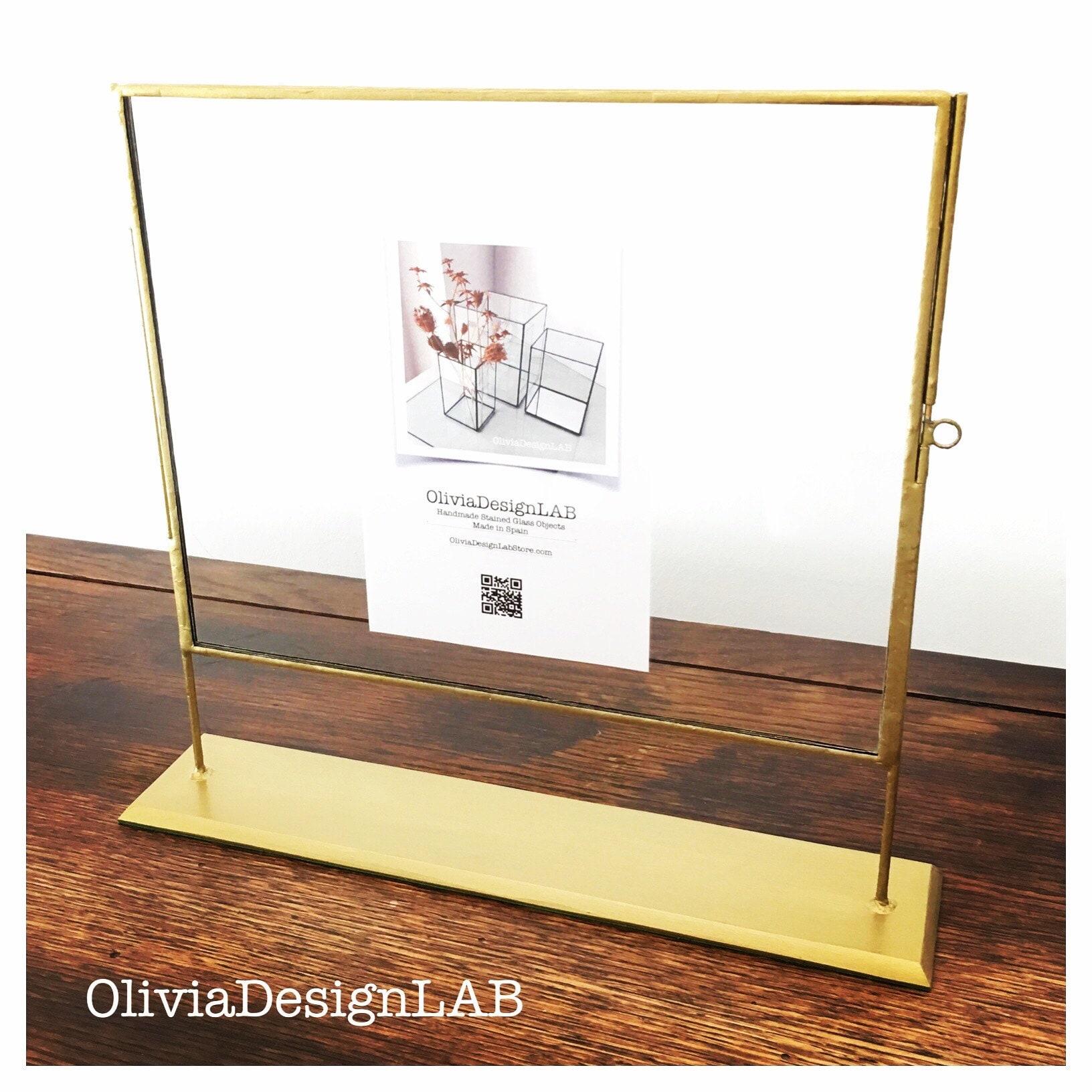 Frame with pedestal / Marco con pedestal.
