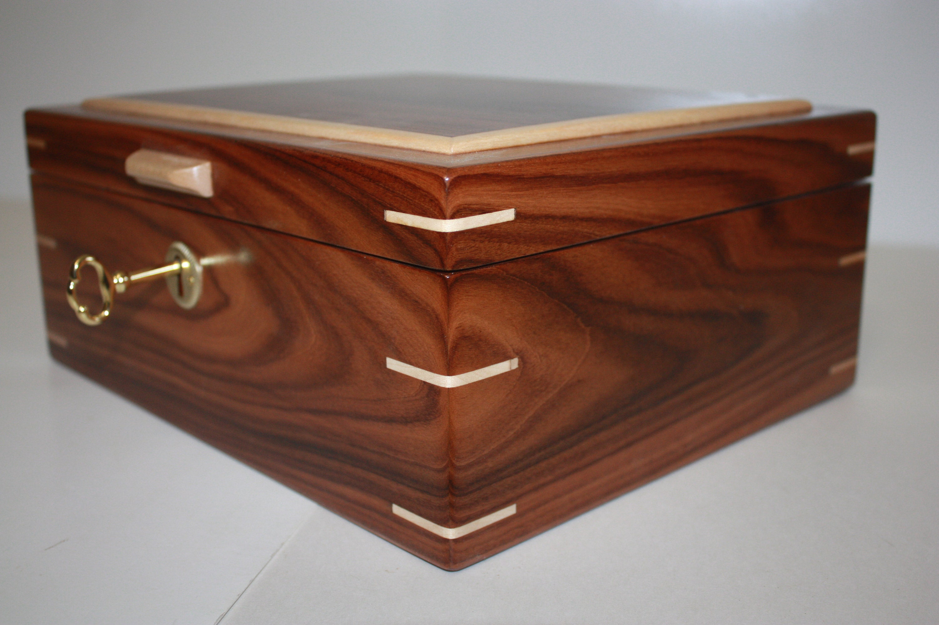 Morado/Bolivian Rosewood with Maple Splines Humidor For Sale
