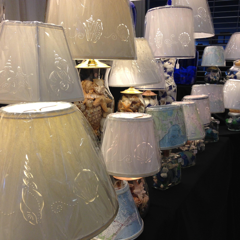 Unique Handmade Cut & Pierced Lampshades por BarbaraGailsLamps