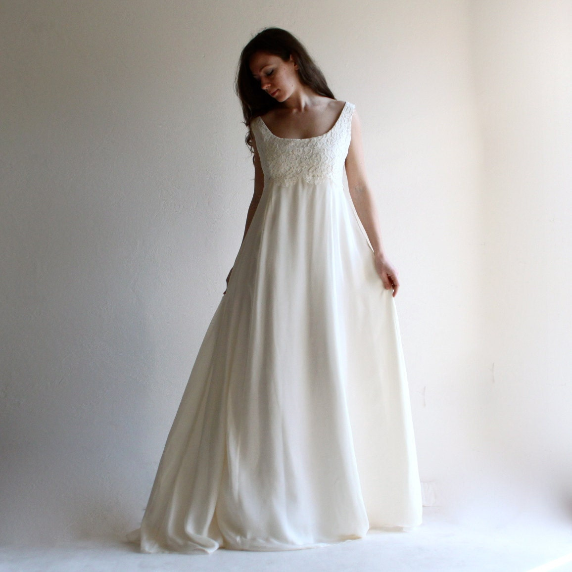 Handmade Clothing & Whimsical Bridal Gowns von LoreTree auf Etsy