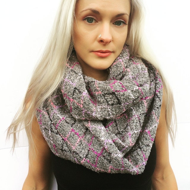 Limited edition handmade hats and scarves von VictoriaGraceClothes
